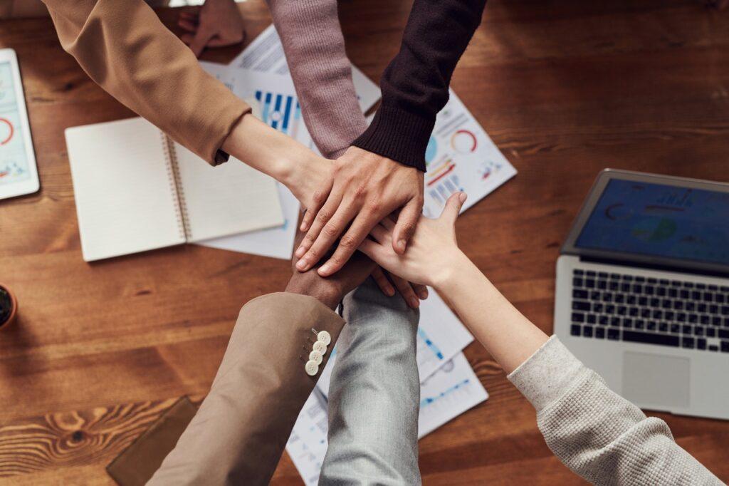 Modelo de transformaciones cuánticas en organizaciones